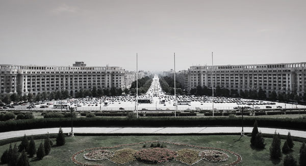 II-bukarest-haus-des-volkes-balkon