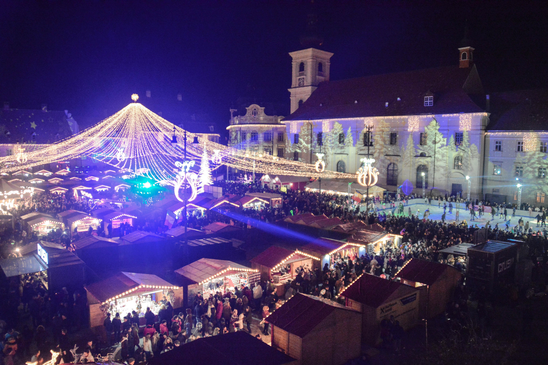 Weihnachtsmarkt Noch Geöffnet.Weihnachtliche Stimmung Unter Dem Lichterzelt Hermannstaedter Zeitung